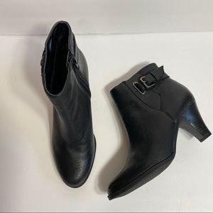 ST JOHNS BAY GENUINE LEATHER BOOTIES 7M